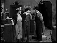 """Кадр из к/ф Чарли Чаплина """"Солнечная сторона"""" / Sunnyside (1919) - 33"""