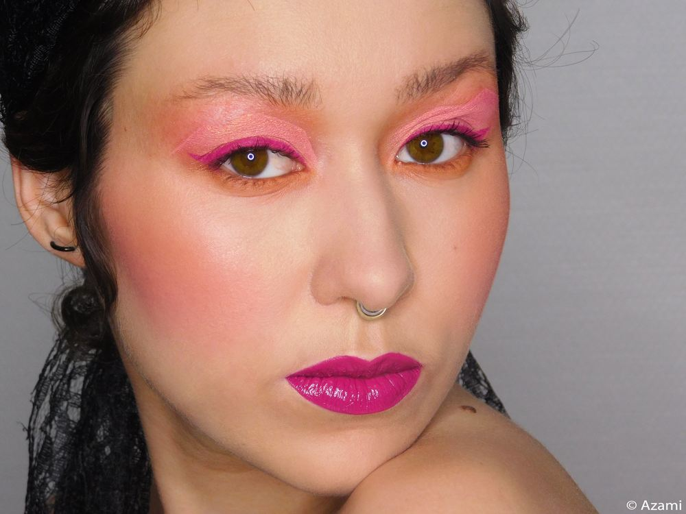 Sunset Blvd Makeup Look It\'s Azami - L.A. Girl Pro Matte Foundation - L.A. Girl Just Blushing Blushes Just Peachy & Just Pinched - M.U.A. Makeup Academy Undress Your Skin Highlighter Peach Diamond - Nabla Cream Eyeshadow Dusk - Juvia\'s Place Nubian 3 Palette - Sleek Rose Gold Blush - M.A.C. Cosmetics Upward Lash - Retro Matte Liquid Lip Colour Tailored To TEase - Barry M Lipgloss