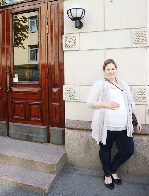 Raskaus, raskausajan asut, pukeutuminen, päivän asu, äitiys, äitiys vaatteet,