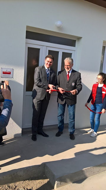 Svečanim presecanjem vrpce dr Walter Aichinger i Dejan Ukropina su otvorili budući centar aktivnosti Crvenog krsta Titel.