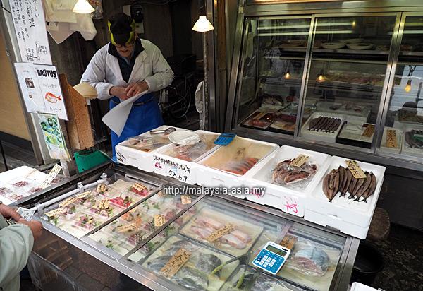 Seafood shop Yanaka Ginza