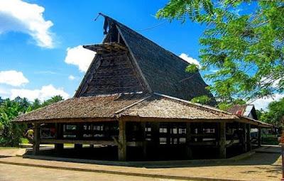 Rumah adat Sasadu dari Maluku Utara