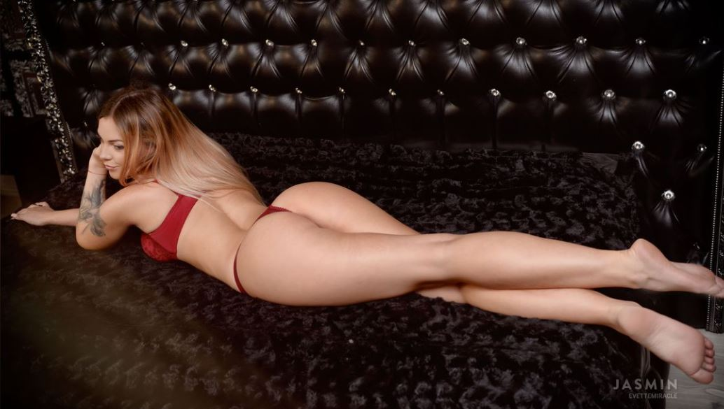 EvetteMiracle Model GlamourCams