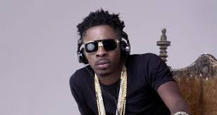 Shatta Wale throws dollars on fans as he performs in USA