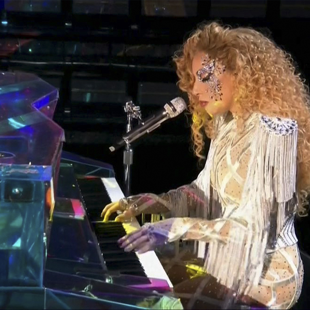 Lady Gaga Performs 'The Cure' at 2017 American Music Awards
