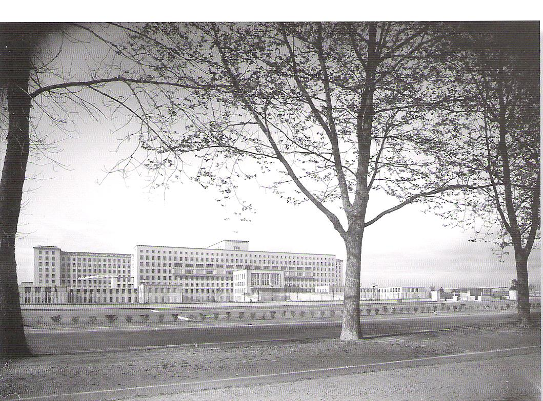 c56aa7cc7 Oficialmente Inaugurado em 24 de Junho de 1959. Obra do arquitecto alemão  Hermann Distel ( 1875-1945 ). Este arquitecto também foi o autor do quase