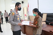 Polda Sulteng Serahkan Bantuan Kepada Keluarga Korban Aksi Kekerasan Kelompok Terorisme