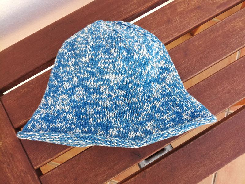 Foto: Cappellino estivo di cotone ai ferri con due fili