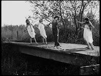"""Кадр из к/ф Чарли Чаплина """"Солнечная сторона"""" / Sunnyside (1919) - 8"""