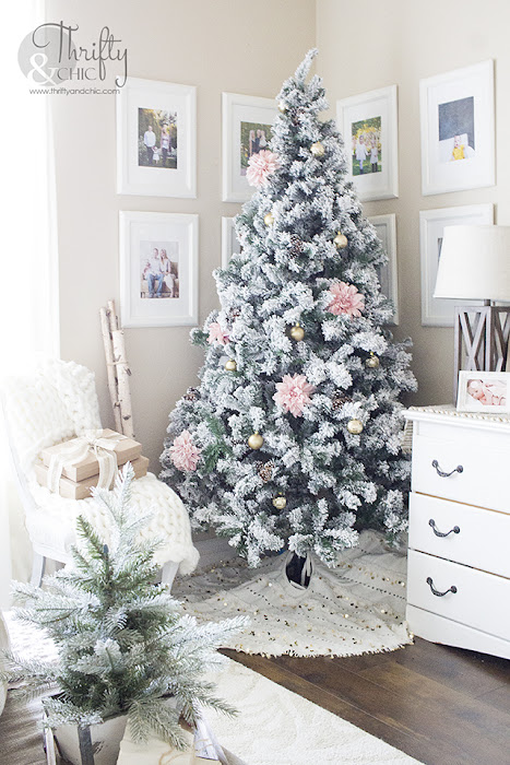 Pink and gold Christmas decor and decorating ideas. Pink and gold Christmas tree. White and gold Christmas mantel decor. Christmas bedroom decor. Christmas tree in bedroom. How to decorate for Christmas.