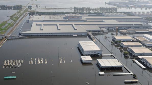 Затопленный завод в Таиланде