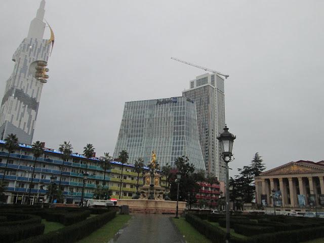 Batumi es una ciudad georgiana llena de rascacielos