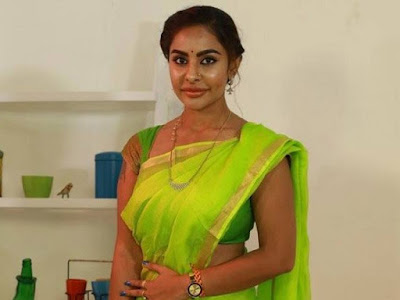 Sexy-Actor-Sri-Reddy-Gives-clarity-on-About-Her-Political-Entry-Andhra-Talkies