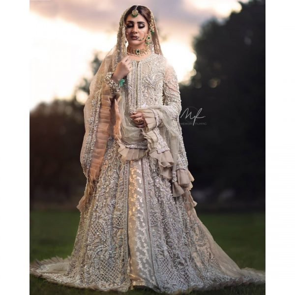 Kubra Khan Ravishing Pictures from Recent Photo Shoot for Kanzah Beauty