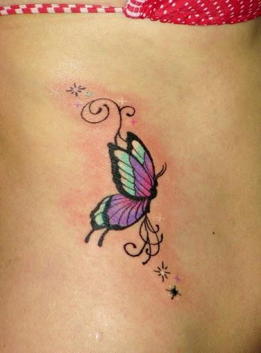 Borboleta Colorida Lado Da Tatuagem