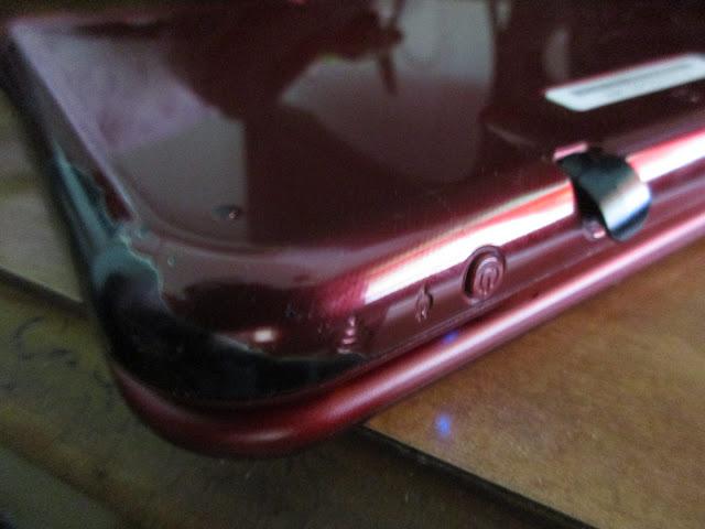 paint peel New Nintendo 3DS XL red stylus slot defective