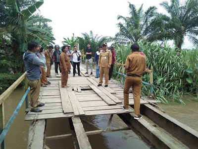 Wakil Bupati Batubara Tinjau Jembatan Anjlok