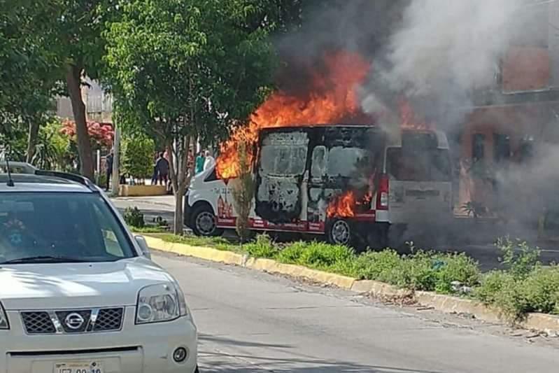 Fotos: Saldo de balacera en plaza Forum Tlaquepaque: 5 heridos, 3 custodios, uno de gravedad y 2 delincuentes, además de un vehículo quemado