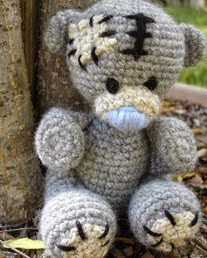 http://translate.google.es/translate?hl=es&sl=en&u=http://freepatternsbyh.blogspot.com/2014/10/tatty-teddy-crochet-pattern.html&prev=/search%3Fq%3Dhttp://www.freepatternsbyh.blogspot.com.es/2014/10/tatty-teddy-crochet-pattern.html%26biw%3D1429%26bih%3D961