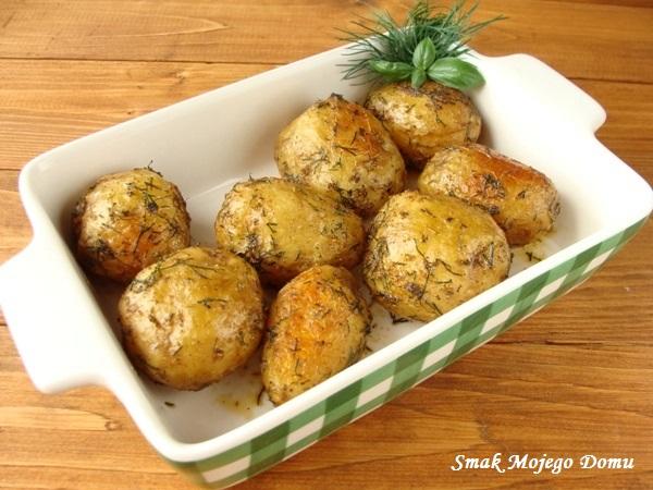 Pieczone ziemniaki z koperkiem