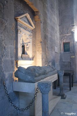 Interno e sepolcro della Cattedrale di San Lorenzo a Viterbo