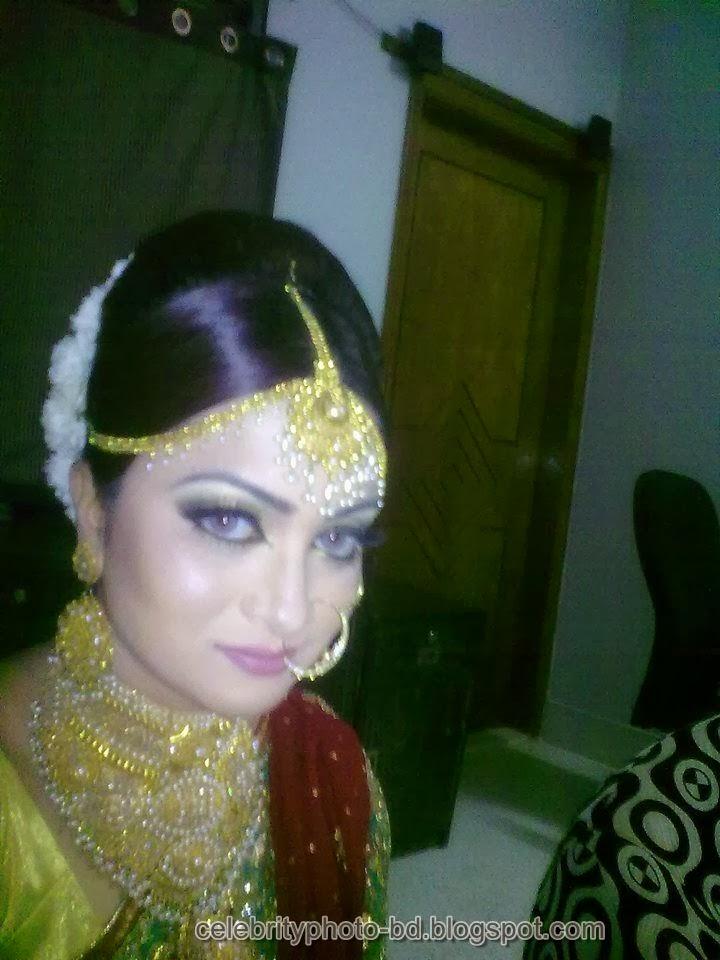 Bangladeshi Model Lamisa Aziz Looking Awesome In Saree