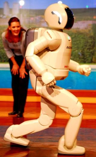 Foto de una robot mujer de perfil