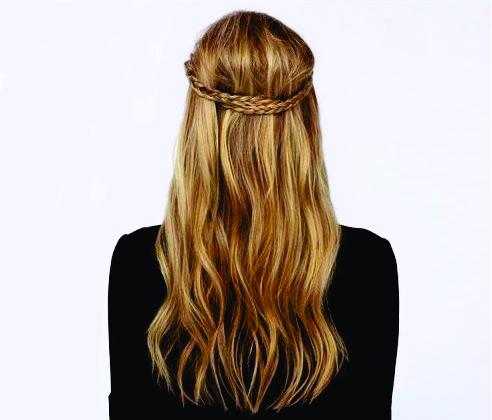 As tranças são penteados que nunca saem de moda, podendo ser vistas em penteados para festas sofisticas ou em um simples penteado com estilo despojado.