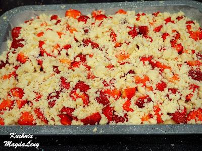 Drożdżówka z truskawkami  kruszonką