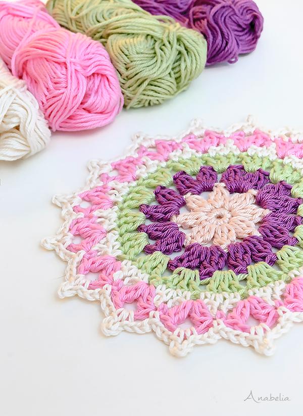 Mini Mandala, a funny weekend crochet project
