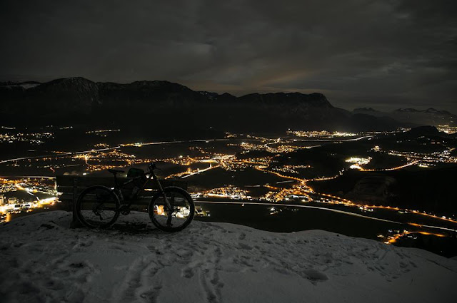 Mit dem Mountainbike in der Dunkelheit