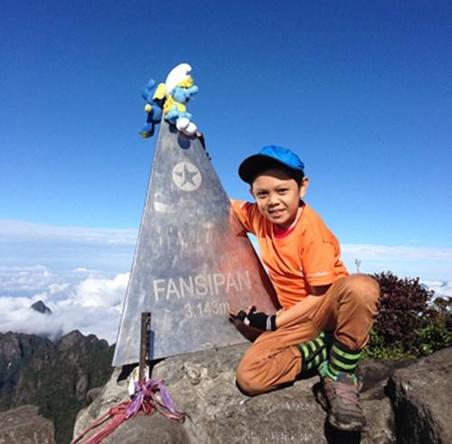 Phượt thủ tí hon Cao Ngọc Cảnh trên đỉnh Fansipan