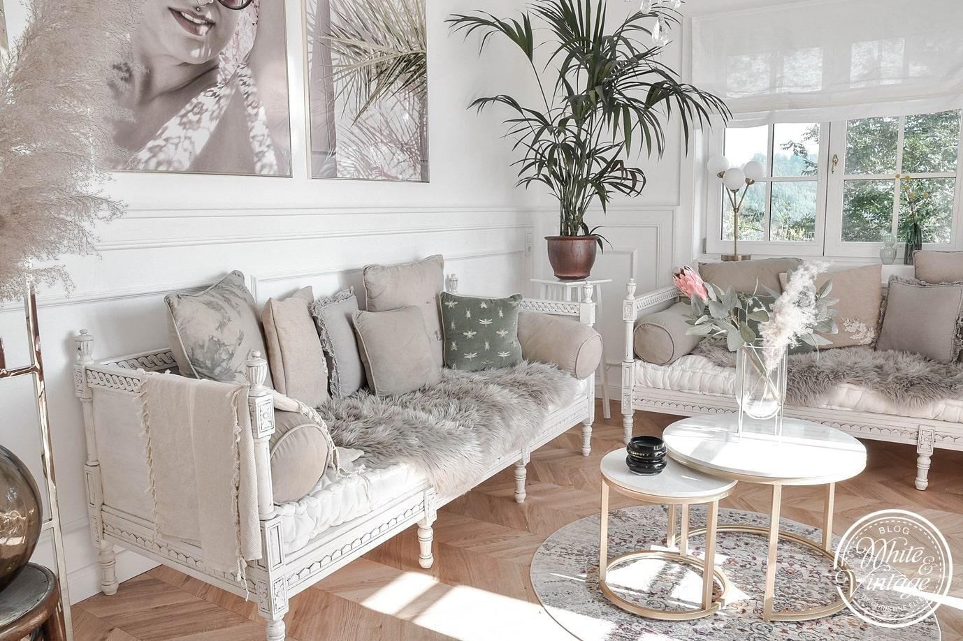 Zierkissen in neuen Farben sorgen für einen neue Look im Wohnzimmer.