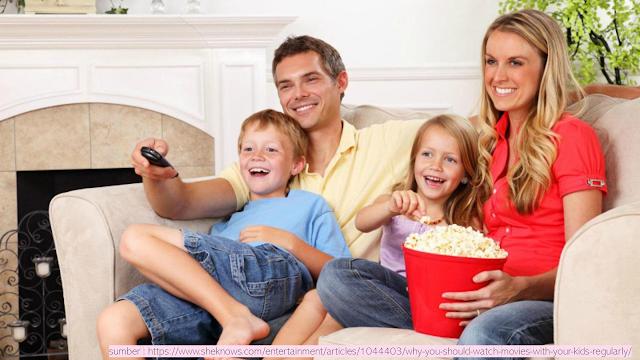 Menonton Dengan Bimbingan Orang Tua