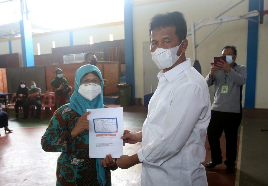 Sebanyak 3.300 Orang Guru,Tokoh Agama dan Lansia di Kota Batam Disuntik  Vaksin Covid-19