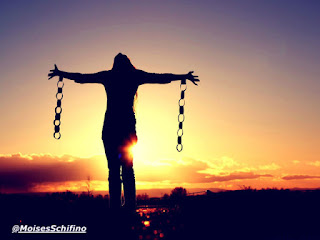Deus é o mais profundo, belo e sublime amor, creio que tudo é possível pelo e através do amor, porém o amor não é perfeito quando sentimos medo, pois o medo em si atrai problemas para nossas vidas (1 Jo 4:18). Livre-se do medo que te aprisiona, liberte-se do cárcere mental que muitas vezes tenta te impedir de conquistar os seus sonhos. Existe um Deus que te ama e já pagou todo o preço em seu lugar (Is. 53:5). Peça a ajuda a Ele e creia com muita fé que Ele irá intervir em seu favor e quebrar todas as cadeias que precisarem ser quebradas por amor a você (Mc. 11:24).