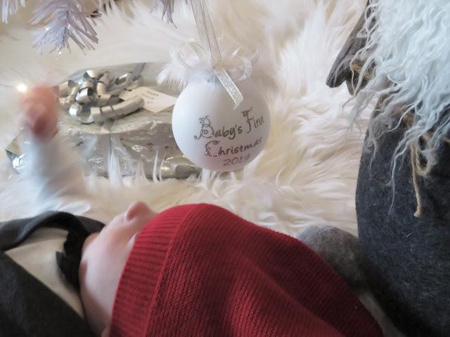 Noelin ensimmäisiä joululahjoja