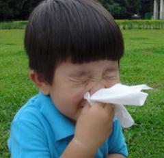 niño con alergia al polen · www.conlosochosentidos.es