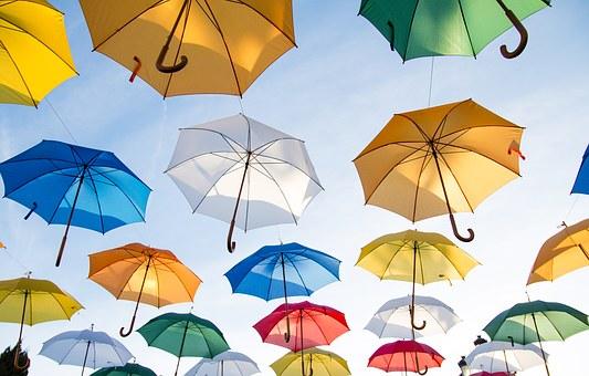 Почему в помещении ни в коем случае нельзя открывать зонт?