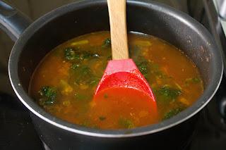 Sopa de verduras y tofu ahumado