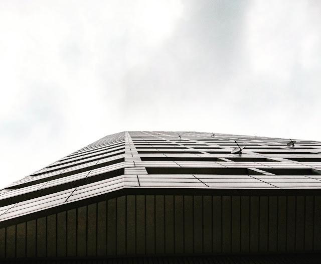 photo, photography, black and white, black and white photography, sky, skyscraper, dreams, blog, blogger, lifestyle blogger, photography blogger, warsaw photography, minimalism, minimedge, minimalistic, Warsaw, Europe, Warszawa, zdjęcia Warszawy, czarno-białe zdjęcia,