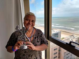 Rozzi Brasil, que foi aluna do Por Telas, exibe o prêmio conquistado no CINE PE 2019 #cinema #rozzibrasil
