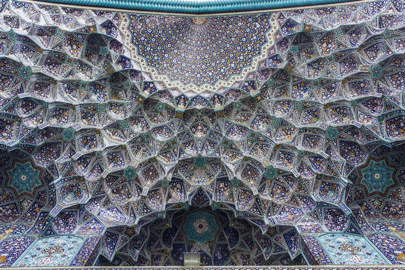 Muqarnas dell'Iwan nella moschea dello Scià