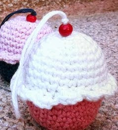 http://entrehilosyalgomas.blogspot.com.es/2014/09/tutorial-cupcake-amigurumi.html
