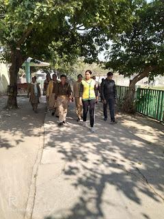 दिनांक 06.02.2020 को पुलिस अधीक्षक जालौन डॉ0 सतीश कुमार के निर्देशन में एण्टी रोमियो टीम महिला थाना उरई/कोटरा तथा  महिला शक्ति मोबाइल टीम द्वारा स्कूल/    On 06.02.2020, under the direction of Superintendent of Police Jalaun Dr. Satish Kumar, Antony Romeo Team Mahila Police Station Orai / Kotra and Mahila Shakti Mobile Team