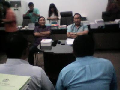 Warga saat berhadapan dengan Komisi III DPRD Sulut.