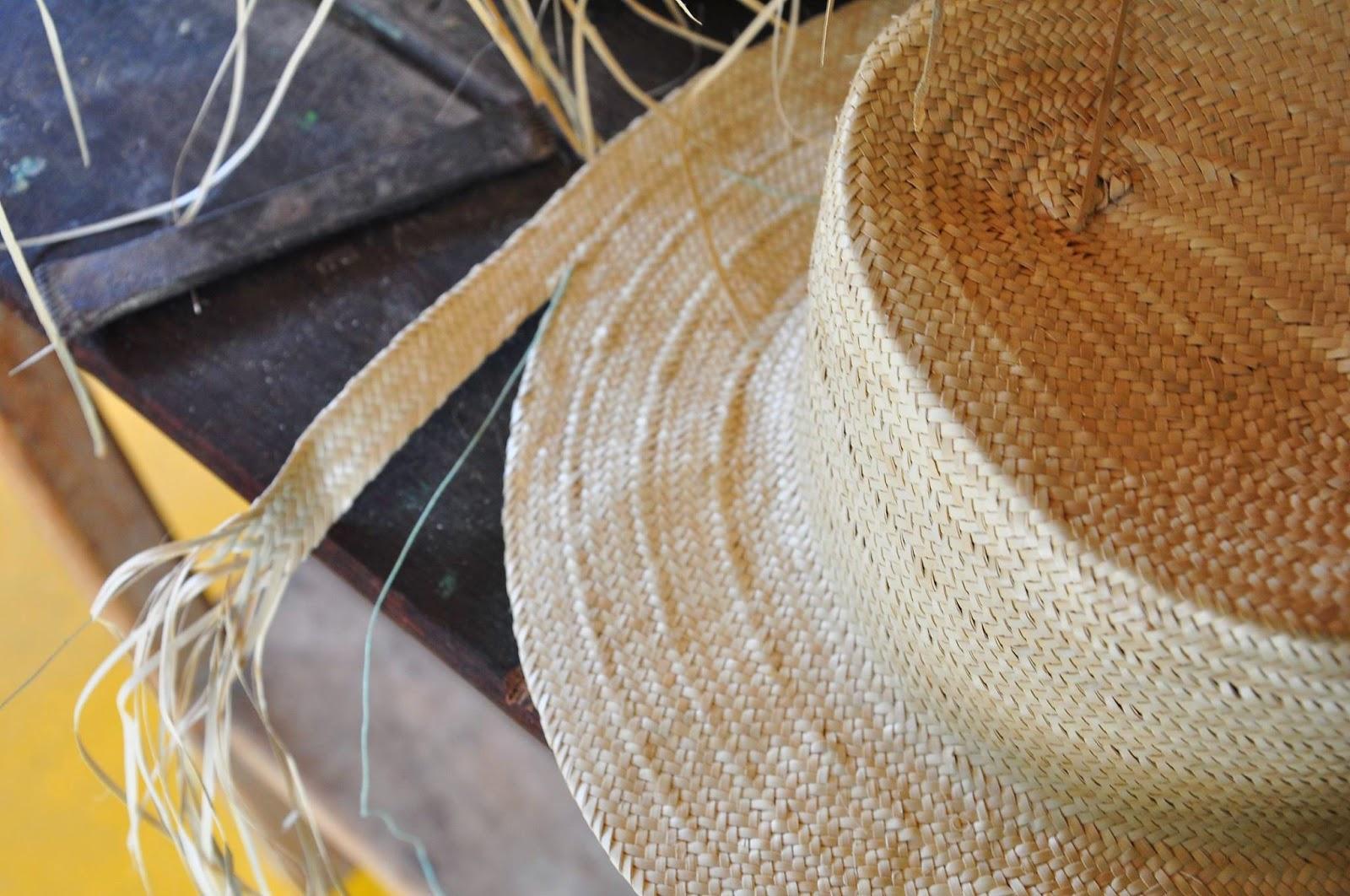 d7339befc5f26 de Indaiá e Taquaraçú esta arraigada no berço das famílias morrenses. Mãos  talentosas trançam e mantêm firme a tradição do artesanato em palha.
