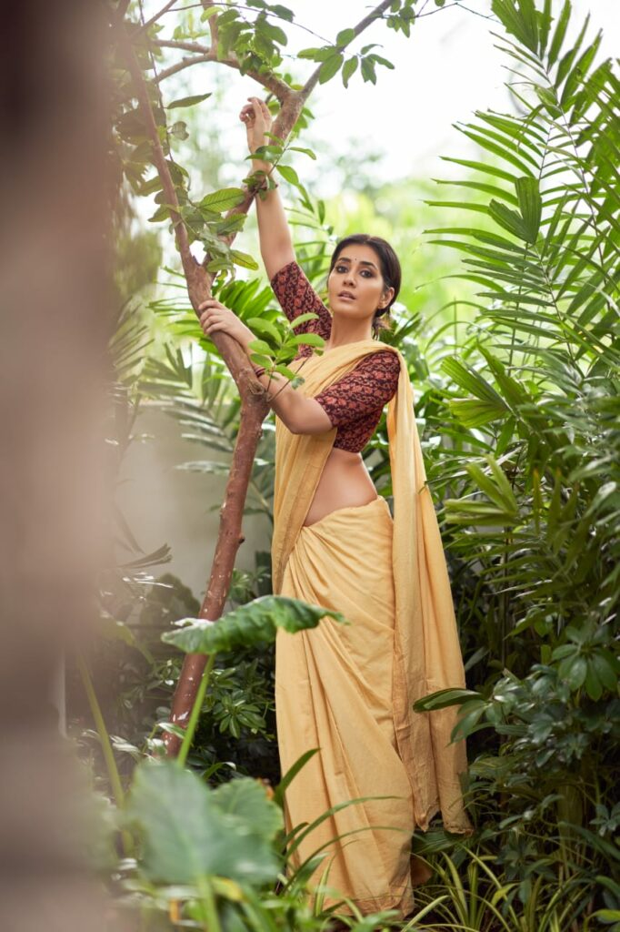 Pic Talk of the day: Raashi Khanna Killing It In Village Belle Look