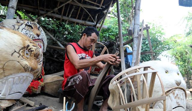 Keterbatasan Fisik Tak Halangi Warga Tempeh Kidul untuk Berkarya