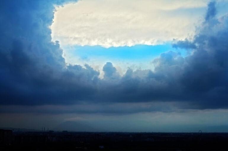 Fenomena Misteri Langit Berlubang